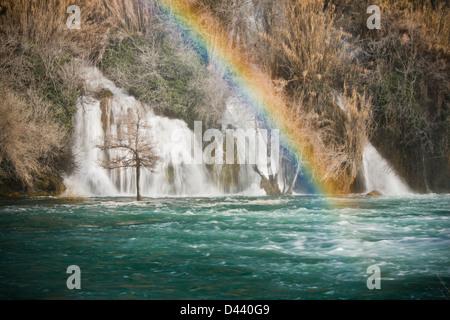 Regenbogen auf Krka Wasserfall - Stockfoto