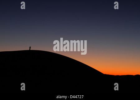 Sonnenuntergang über einer Sanddüne - Stockfoto