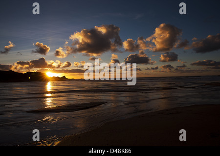 Sonnenuntergang am Strand von Porthcothan - Stockfoto