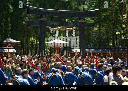 Teilnehmer an Futarasan-Schrein für die jährliche Versammlung Shunki Reitaisai Frühlingsfest in Nikko, Tochigi, - Stockfoto