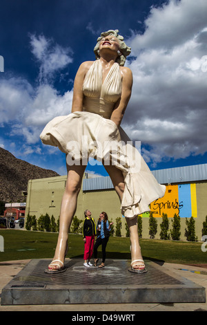 """Forever Marilyn,"" die 26-Fuß-hohe Statue des Künstlers Seward Johnson auf dem Display in Palm Springs. - Stockfoto"