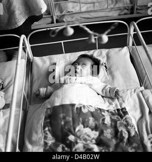 Ein Baby Liegt In Seinem Bett In Einem Kindergarten In Pjongjang