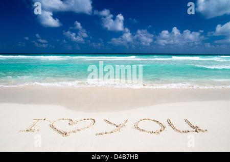 herz und sommer liebe worte zu ertränken, in sand am strand stockfoto, bild: 99015384 - alamy
