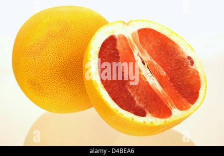 Grapefruits sind eine ausgezeichnete Quelle von Nährstoffen und photochemischen sowie Vitamin C, Pektin Ballaststoffe - Stockfoto
