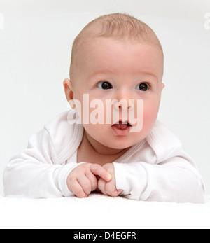 Porträt eines schönen Babys auf weiß - Stockfoto