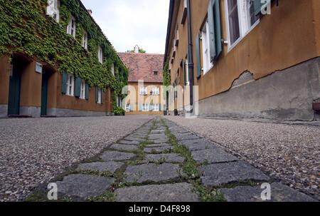 """Das Bild zeigt die weltweit älteste Sozialwohnungen Siedlung """"Fuggerei"""" in Augsburg, Deutschland, 13. Juni 2008. - Stockfoto"""