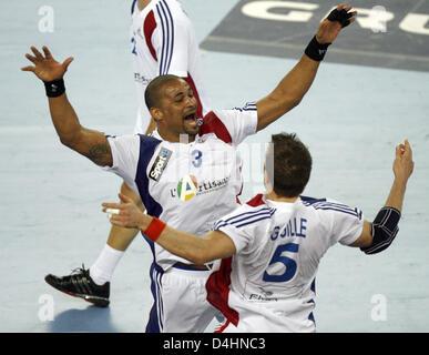 Frankreich? s Didier Dinart (L) und Guillaume Gille feiern ihre Mannschaft? s-Sieg in der Handball-WM-Finale match - Stockfoto