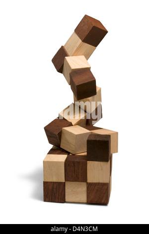 Studio-Fotografie von 3D Holzpuzzle in weißem Rücken - Stockfoto