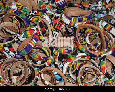 Full-Frame-abstrakten Hintergrund mit vielen bunten Armbänder aus Leder - Stockfoto