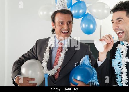 Geschäftsleute, die Spaß in Büro-Partei - Stockfoto
