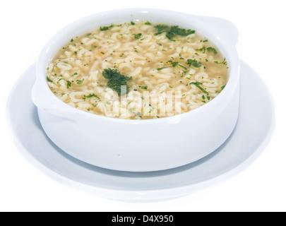 Frisch gemacht Buchstabensuppe mit Kräutern isoliert auf weißem Hintergrund - Stockfoto