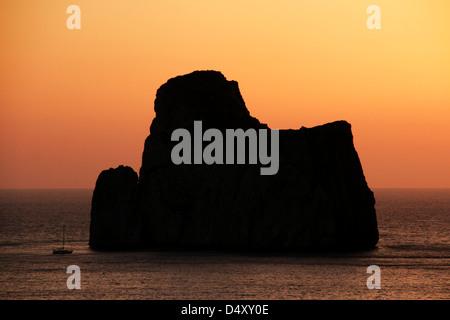 Zucker Brot Rock in Sardinien bei Sonnenuntergang - Stockfoto