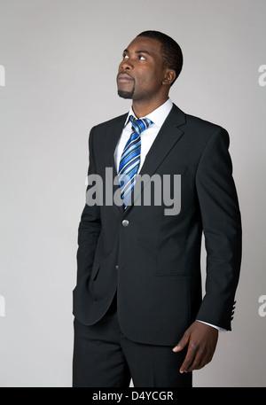 Afrikanische amerikanische Geschäftsmann denken und die Zukunft. - Stockfoto