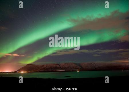 Die Aurora Borealis oder das Nordlicht nördlich von Reykjavik in Island - Stockfoto
