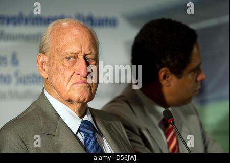 Ehemaligen FIFA-Präsident und IOC-Mitglied Joao Havelange (L) und brasilianischen Minister für Sports Orlando Silva - Stockfoto