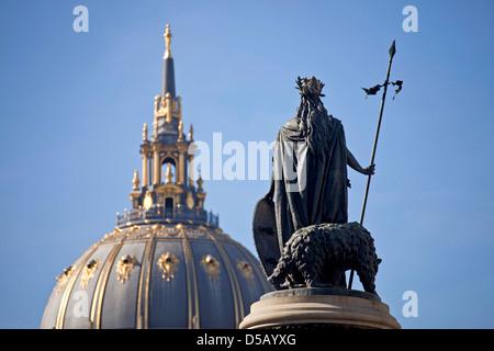 Statue von der Pioniere-Denkmal vor dem Rathaus, San Francisco, Kalifornien, Vereinigte Staaten von Amerika, USA - Stockfoto