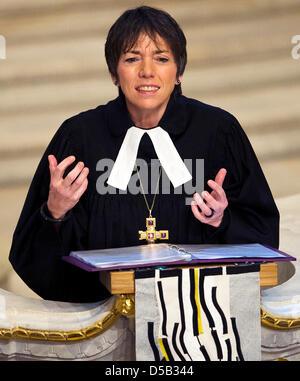 Bischof Margot Kaessmann, Vorsitzende der evangelischen Kirche in Deutschland, spricht ihr Silvester Predigt in - Stockfoto