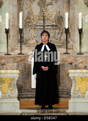 Bischof Margot Kaessmann, Vorsitzende der evangelischen Kirche in Deutschland, nach ihrem Neujahrs Predigt in der - Stockfoto