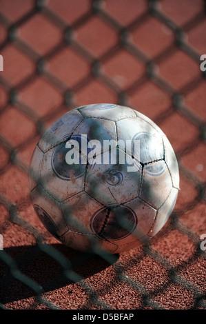Berlin, Deutschland, Fußball auf einem Fußballplatz in Berlin-Mitte - Stockfoto