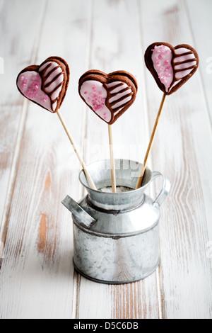 Schokoladenherz gefüllt Cookie öffnet für Valentinstag - Stockfoto