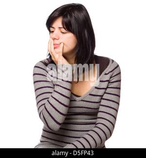 Porträt der nachdenkliche junge Frau mit Hand am Kinn isoliert auf weißem Hintergrund - Stockfoto