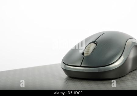 Metallic-Farbe-Computer-Maus auf Holzoberfläche Stockfoto, Bild ...