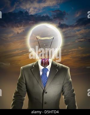 Anschaulichen Bild der Geschäftsmann mit Glühbirne Führung vertreten Stockfoto
