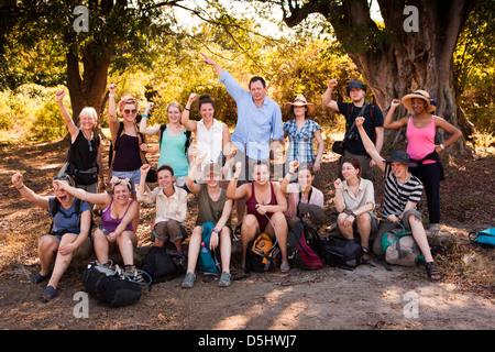 Madagaskar, Betrieb Wallacea, Mariarano, Studenten ruht auf Trail zum Matsedroy camp Stockfoto