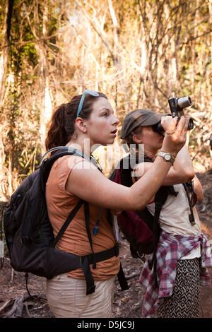 Madagaskar, Betrieb Wallacea, Matsedroy, Student Studie Spaziergang Studenten fotografieren Stockfoto