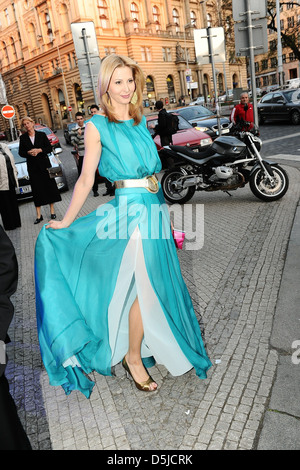 Ivana Gottova Ankunft TYTY TV awards am Vinohradske Theater. Prag, Tschechische Republik - 02.04.2011 - Stockfoto