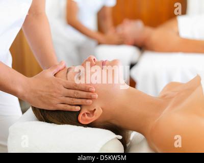 Zwei Menschen immer Massage im spa - Stockfoto