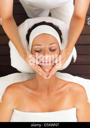 Frau Entspannung im spa - Stockfoto