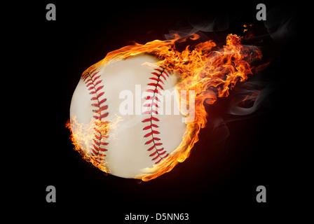 Fliegende Baseball Ball auf Feuer - unten fliegen - Stockfoto