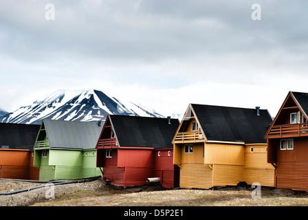 bunte h user norwegen spitzbergen longyearbyen stockfoto bild 49926412 alamy. Black Bedroom Furniture Sets. Home Design Ideas