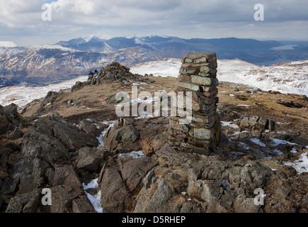 Der Gipfel trigonometrischen Punkt der hohen Sitz und der Ansicht Nord-West in Richtung Grisdale Hecht Seenplatte - Stockfoto