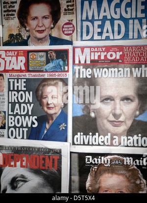 Britische nationale Zeitung Titelseiten auf Thatchers Tod - Stockfoto