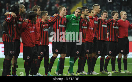 Der Frankfurter Spieler feiern den 4: 2-Sieg nach die Bundesliga-Fußball-Spiel zwischen Eintracht Frankfurt und - Stockfoto