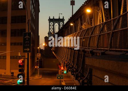 Manhattan Bridge, Blick von Brooklyn im Morgengrauen, New York, Vereinigte Staaten von Amerika - Bild von öffentlichem - Stockfoto
