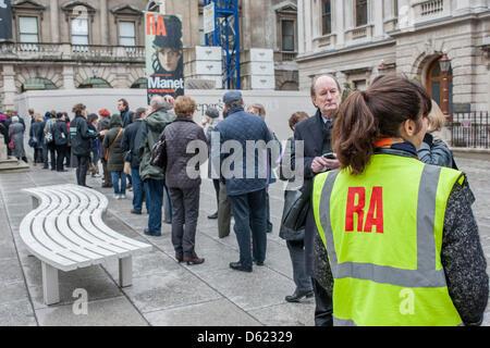 Piccadilly, London, UK. 11. April 2013. Manet - Einblick in das Leben.   Die Blockbuster-Ausstellung in der Royal - Stockfoto