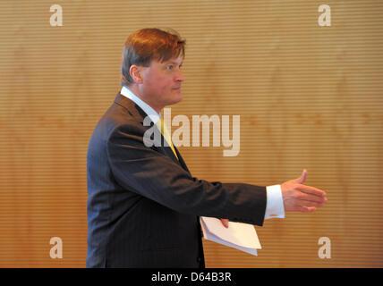 Christian Thielmann präsentiert sich als Chefdirigent auf der Jahrespressekonferenz der Sächsischen Staatskapelle - Stockfoto