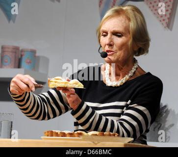 Excel, London, UK. 12. April 2013.  Starkoch Mary Berry auf der internationalen Messe von Kuchen. Bildnachweis: - Stockfoto