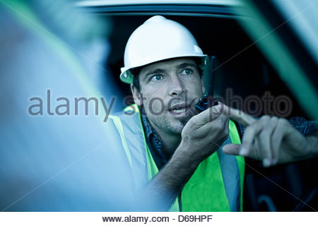 Bauarbeiter mit Walkie-Talkie - Stockfoto