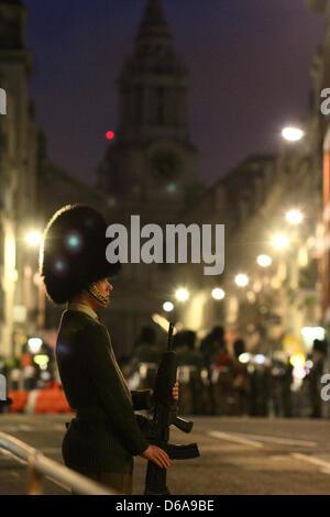 London, UK. 15. April 2013. Am frühen Morgen Probe der vollen militärischen zeremonielle Prozession für die Beerdigung - Stockfoto