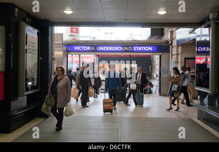 Victoria u-Bahnstation London UK - Stockfoto