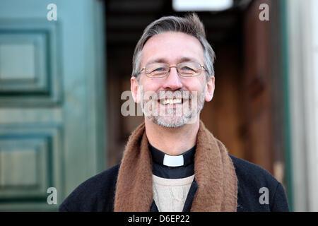 (DATEI)Eine Archivfoto vom 30. Januar 2012 zeigt Matthew Jones, Pfarrer der anglikanischen Kirche St. Thomas Becket, - Stockfoto