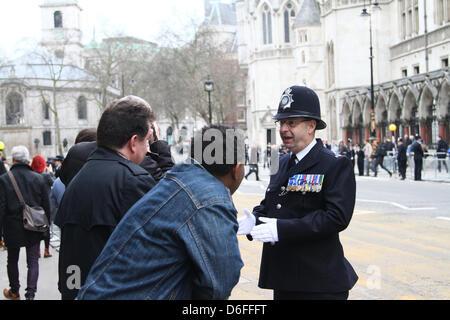 London, UK. 17. April 2013. Das Begräbnis von Baronin Margaret Thatcher. Eine Tunika-voller Medaillen auf einem - Stockfoto
