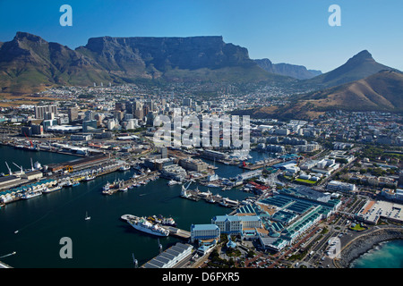Das Table Bay Hotel, V & A Waterfront, CBD, und Tafelberg, Cape Town, South Africa - Antenne - Stockfoto