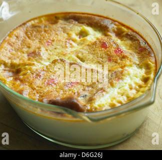 Kirsch Kuchen und Brot-Pudding mit Rezept - Stockfoto