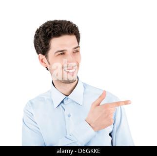 Close-up Portrait ein erfolgreicher Geschäftsmann gut aussehend, lächelnd und deutete auf die Textfreiraum. Isoliert - Stockfoto