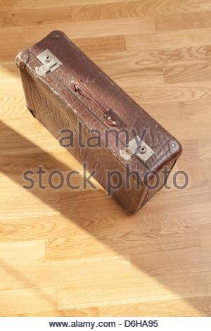 Alte Koffer Holzboden hautnah - Stockfoto